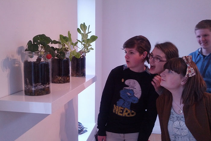 Young visitors at Droichead Gallery